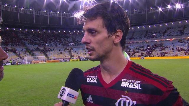 Rodrigo Caio destaca nível de concentração da equipe e comemora classificação