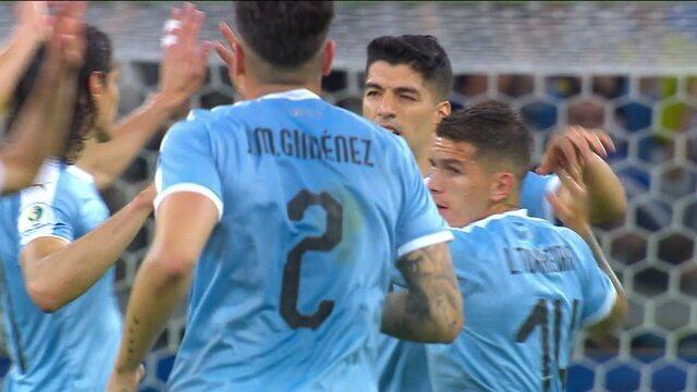 Gol do Uruguai! Pereiro toca para trás, e Mina faz gol contra aos 34 do 2º tempo
