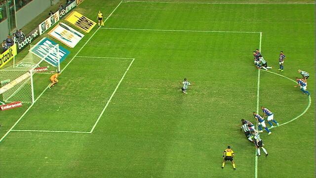 Felipe Alves pega o pênalti, mas Juíza manda voltar por adiantamento do goleiro, aos 34 do 2º tempo