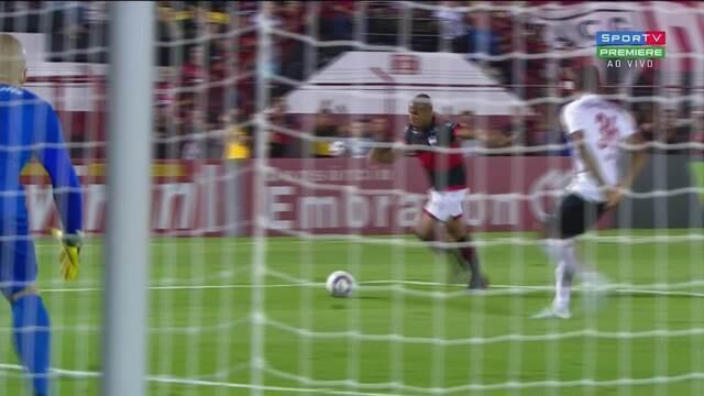 Gol do Atlético-GO! Reginaldo bate cruzado e manda para as redes