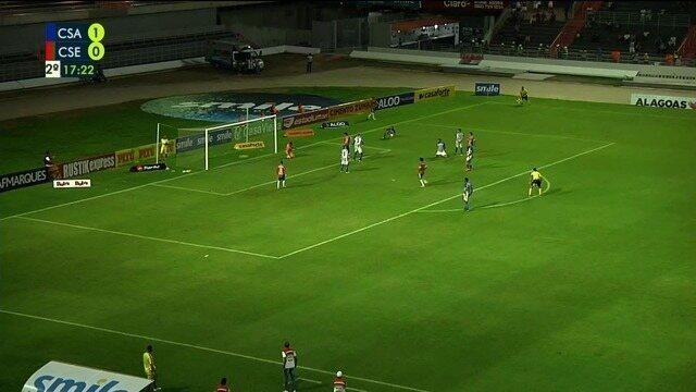 Gol do CSE! Aos 17', Castán corta errado, Thiago falha e Juliano empata o jogo