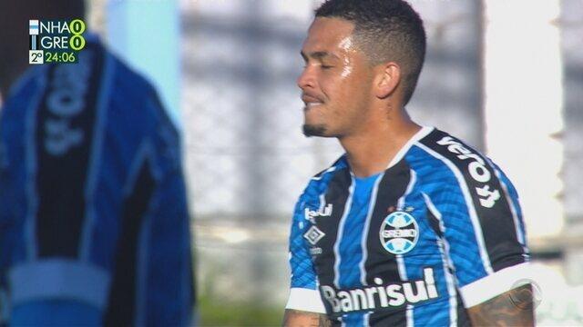 Em jogada de Pepê, Luciano recebe e perde gol sem goleiro, aos 23 do 2'T
