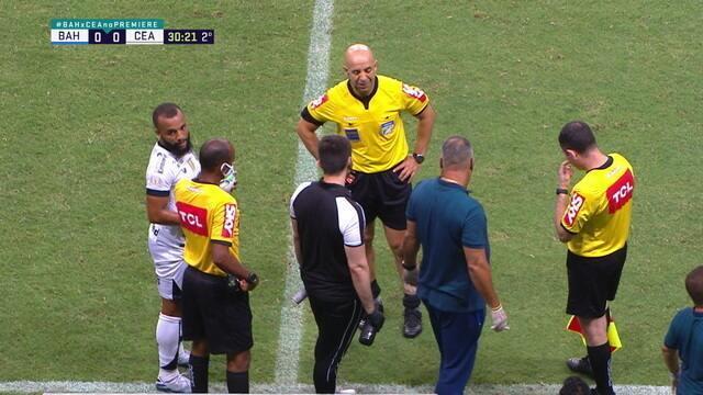 """Os fortes também choram! """"Vin Diesel"""" sente dores e pede atendimento em Bahia x Ceará"""