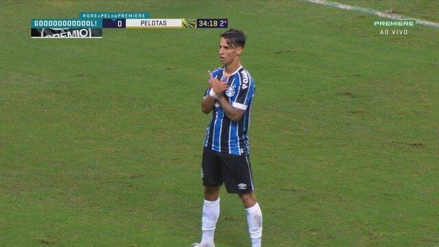 Gol do Grêmio! Ferreira disputa a bola na área, ganha e marca um belo gol, aos 33' do 2T