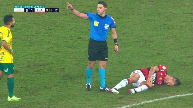 Diego sente dores na coxa e dá lugar a Hugo Moura, aos 8 do 2º
