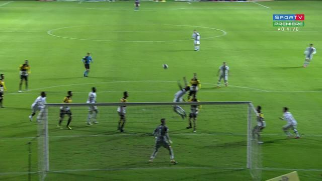 Aos 24 min do 2º tempo - pênalti marcado de Hélder, do Criciúma, em Luccas Claro, do Fluminense