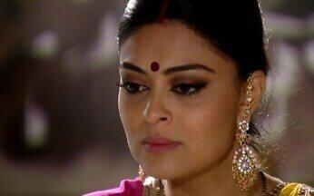 Maya enfrenta Surya - A indiana revela a Surya que sabe que foi ela quem enviou as mensagens para Duda