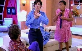 Márcia aparece com a roupa de Severino - Leozinho está preocupado com a demora da esposa quando é surpreendido por Márcia com os trajes do porteiro Severino. Para piorar, Severino aparece usando o vestido de Márcia.