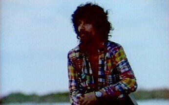 Raul Seixas apresenta o clipe Trem das 7 - Assista ao clipe da música Trem das 7, de Raul Seixas. A música faz parte do álbum Gita, lançado em 1989.