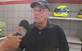 Exclusivo - Manos da oficina do Lata Velha conversam com criador de capacete de Senna - Os manos da oficina do Lata Velha mostram com exclusividade os bastidores da montagem do Latinha Velha 2009 e ainda um papo com Moska, criador dos capacetes de Massa, Senna e Rubinho.
