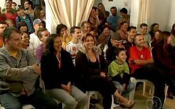 Reunião de condomínio: os problemas que existem entre moradores - Quem consegue realizar o sonho da casa própria, sabe que podem surgir alguns pesadelos. Max Gehringer vai tentar ajudar os moradores de um condomínio recém-construído, em São Paulo.