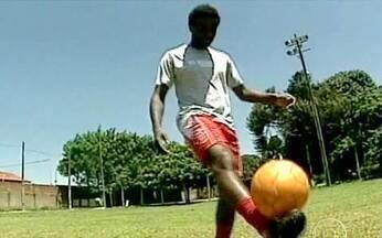 Vencedores do Bola Cheia e do Bola Murcha de setembro ganham homenagens - Wilton, que foi o Bola Murcha de setembro ao bater um lateral para fora, ganhou um troféu dos amigos. Já Elias, o Bola Cheia, conseguiu repetir o gol que o consagrou.