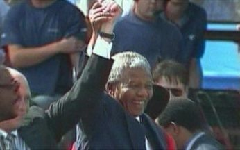 Libertação de Mandela completa 20 anos - A libertação do herói da luta contra o apartheid, a segregação racial, marcou o começo do processo da integração entre brancos e negros. O dia é de celebração em toda a África do Sul.