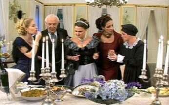 Claudia Mascarenhas oferece banquete para Ney Latorraca, Betty Lago, Louise Cardoso - Chef prepara cardápio típico do século XIX e convidados vestem figurino da época.