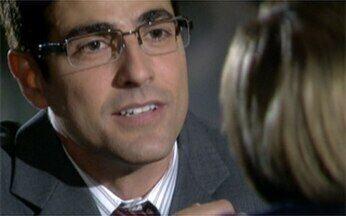 Passione - Capítulo de terça-feira, 01/06, na íntegra - Jéssica descobre que Jackie não tem irmã. Diana ameaça entregar Clara. Bete diz a Fred que vai à Itália e pretende levá-lo junto.