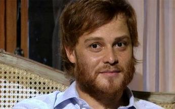 CENA EXCLUSIVA: Adamo teme reação de Totó ao namoro - Ele está disposto a assumir relacionamento com Francesca