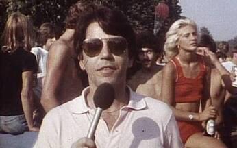 Elton John reúne mais de 300 mil pessoas em show no Central Park - O concerto ao ar livre na cidade de Nova York teve como propósito arrecadar dinheiro para os parques de Nova York. Era possível ouvir o som do show a 2 km de distância do parque.