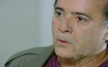 Passione - capítulo de terça feira, dia 21/09/2010, na íntegra - Totó vai à casa de Bete e descobre que Olavo é seu pai.