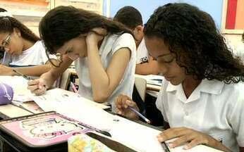Conheça o dia a dia de uma turma numa escola no Brasil - O Fantástico acompanhou, desde o início do ano, uma professora e seus alunos numa escola de Ensino Fundamental do Rio de Janeiro. Eles mostram o que pensam e como estudam, ou não.