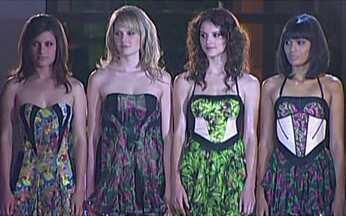 Modelos do Menina Fantástica fazem a prova final - As quatro modelos que decidem o Menina Fantástica 2010 fizeram um desfile que vai decidir quem permanece na disputa. Uma delas vai deixar o concurso e três vão continuar.