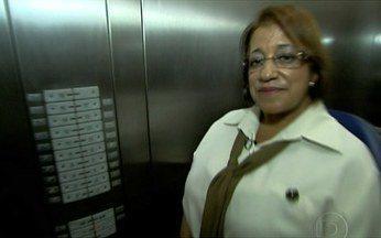 Ascensoristas de elevadores de todo o Brasil têm histórias para contar - Mauricio Kubrusly esteve em várias cidades brasileiras para conversar com ascensoristas de elevadores. Depois de ouvir várias histórias, ele também resolveu se passar por um deles.
