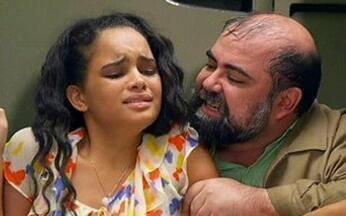 Passione, capítulo de terça feira, dia 14/12/2010, na íntegra - Bete descobre que Fred é o dono da Otabol. Clara vai à casa de Valentina com dois policias
