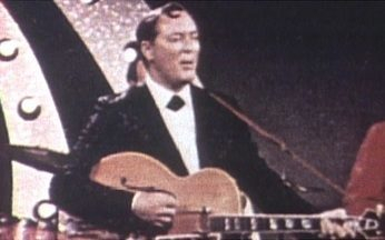 Bill Haley morre aos 54 anos - O homem que provocou a revolução na música e no jeito de dançar morreu aos 54 anos. Bill Haley, o pai do rock, incentivou mudanças no comportamento dos jovens.