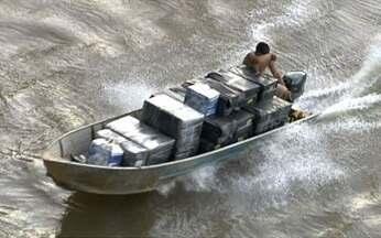 Corrupção facilita ação de criminosos nas fronteiras brasileiras - Na segunda reportagem da série especial, repórteres flagraram o comércio ilegal de armas, oferta de drogas, contrabando nos rios e até falsificação de selos do Inmetro.