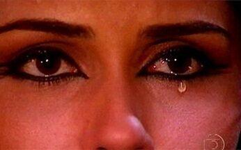 Jade e Léo se encontram - Jade diz a Zoraide que vai dançar para enterrar o amor a Lucas. Léo caminha pela casa de Ali e para quando vê Jade dançando. Ele fica encantado. O olhar de Jade encontra o de Léo e ela fica paralizada.