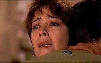 Léo pede abraço a Edna - Léo vai à casa de Albieri. Edna fica impressionada com a semelhança entre Léo e Lucas. Léo fica chateado ao perceber que Edna sente medo delo e pede um abraço a ela.