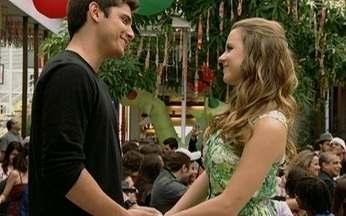 Capítulo de 26/08/2011 - Pedro e Catarina reafirmam o amor que sentem durante a festa de encerramento do ano letivo no Primeira Opção