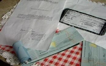 Mara Luquet ajuda a resolver problemas causados por cheques sem fundo - A colunista Mara Luquet afirmou que quem tem cheques sem fundo não tem nenhum impedimento de cancelar uma conta no banco.
