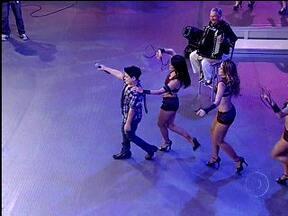 De olho Nele: João Vitor agita a plateia com Balada Boa - Talento mirim soltou o gogó na música de Gusttavo Lima