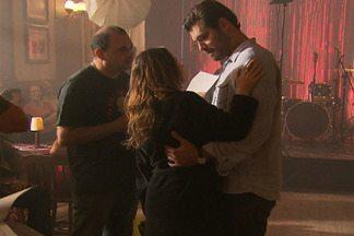 Em A Vida da Gente, Ana e Lúcio saíram pela primeira vez como namorados - Vídeo Show mostra os bastidores das gravações das cenas