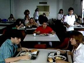 Tereza Cristina e Odete Roitman adoram sabotar a comida alheia! - Vilãs de Fina Estampa e Vale Tudo, respectivamente, só aprontam