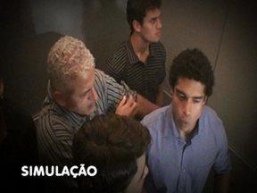 Ana Maria Braga mostra como se comportar dentro do elevador - Ana Maria Braga mostra como se comportar dentro do elevador