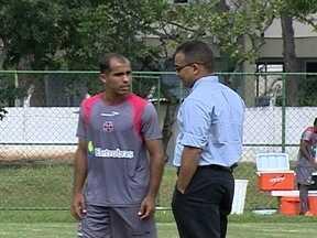 Sem receber salários, jogadores do Vasco não se concentram para jogo contra Bangu - Cristóvão Borges pede que time jogue com simplicidade para superar o calor.