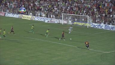 Sport perde do Salgueiro por 2 a 0 - Leão foi ao Sertão e viu o Carcará vencer dentro de casa