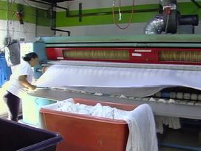 Lavanderia ecológica de Nova York usa gás para lavar roupas - A empresa funciona de forma orgânica e usa o dióxido de carbono para lavar roupas. O sistema é ecológico e deixa as peças limpas e sem cheiro.