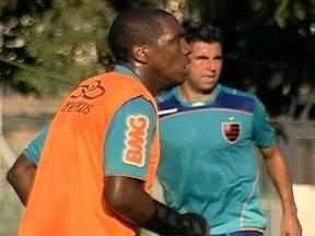 Renato Abreu treina com proteção e pode enfrentar Vasco pela semifinal da Taça Guanabara - Time titular pode ter Deivid, Váger Love e Ronaldinho Gaúcho.