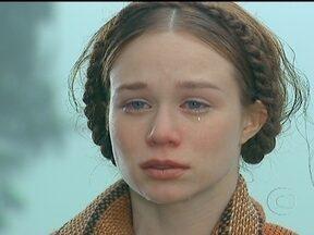 Ana Francisca chora a morte do pai - Ele morre na luta contra os homens do coronel. Ana consegue chegar até a casa dos padrinhos e sua madrinha lhe dá algum dinheiro para que ela chegue até a casa de sua avó, em Ventura