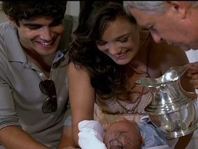 Cap 23/03 - Cena: Antenor e Patrícia batizam seu filho - Griselda chora de felicidade