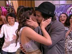 Aquele Beijo - capítulo de sexta-feira, dia 23/03/2012, na íntegra - Agenor e Belezinha se beijam