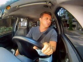 No Vou de Táxi, Huck apresenta ´celebridades´ que vão entrevistar Reese Witherspoon - Entre os ´famosos' estão Hindianajones, Eric Clepton e Shakira da Silva