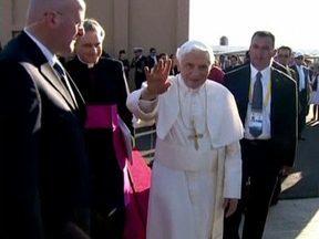 Papa Bento XVI encontra presidente do México - O papa foi saudado por 600 mil pessoas depois de desembarcar nesta sexta-feira (23) na região central do México. A igreja busca aumentar a influência no país majoritariamente católico.