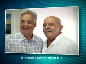 Ex-presidentes Fernando Henrique Cardoso e Lula se reencontram em São Paulo - Fernando Henrique fez uma visita de 50 minutos, no hospital onde Lula passa por sessões de fonoaudiologia. É parte do tratamento de recuperação do câncer na laringe, diagnosticado em outubro de 2011.