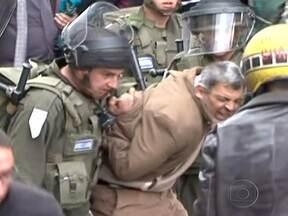 Um palestino é morto e mais de 200 ficam feridos em confronto com forças israelenses - Milhares de palestinos participaram de manifestações na Faixa de Gaza, Cisjordânia, e Jerusalém Oriental. Eles lembraram a morte de seis árabes que protestaram contra a desapropriação de terras no norte de Israel em 1976.