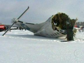 Acidente com avião na Rússia deixa 31 mortos - O avião - um ATR 72 - caiu logo após decolar de um aeroporto da Sibéria. Em seguida pegou fogo. Autoridades afirmaram que o piloto tentava fazer um pouso de emergência. Doze pessoas sobreviveram.
