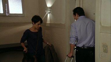 Cap 04/04 - Cena: Nina aluga apartamento no Rio de Janeiro - A cozinheira rapidamente escolhe um imóvel mobiliado e se instala no local