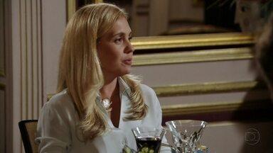 Cap 06/04 - Cena: Carminha pede a Nina menos sofisticação - A vilã pede que a cozinheira faça pratos mais populares